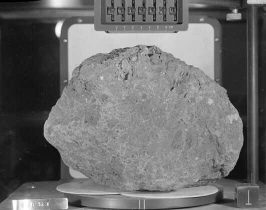 Roca lunar traída por el Apollo 14