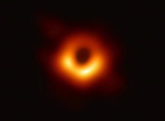 agujero negro - primera imagen real