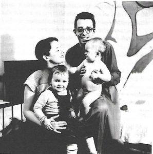 Fotografía de la familia Barbeau realizada por Maurice Perron en 1952