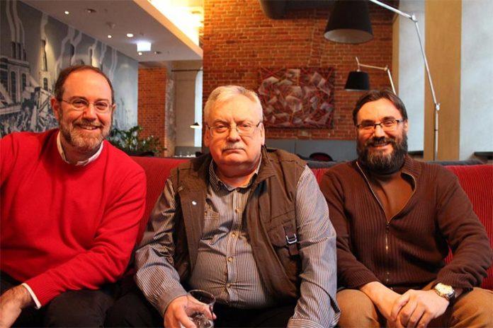 Luis G. Prado, Andrzej Sapkowski y José María Faraldo en Lodz