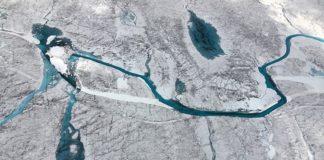 Agua fusionada en la capa de hielo de Groenlandia