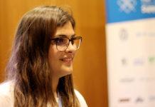 Periodista científica Verónica Pavés en la conferencia científica de TLP Innova
