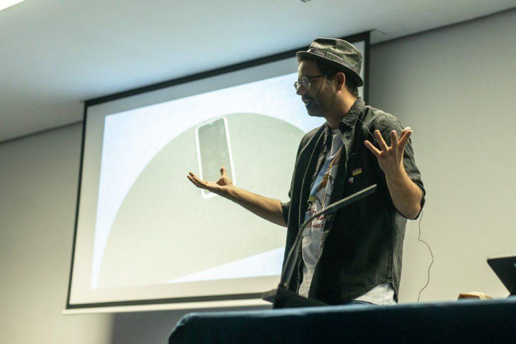 Eladio Torres, mago, en la jornada Internet y Ciencia de TLP Innova | Fuente: Alby Martín