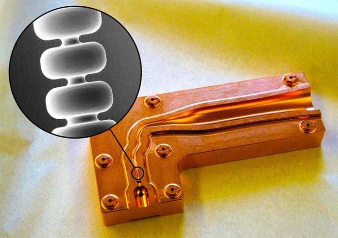 Los científicos de SLAC han inventado una estructura de acelerador de cobre que podría hacer que los futuros aceleradores de partículas y láseres de rayos X para radioterapia sean más compactos