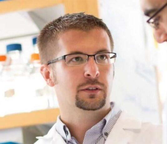 Paul Tesar, profesor del Departamento de Genética y Ciencias del Genoma de la Escuela de Medicina de Case Western Reserve.