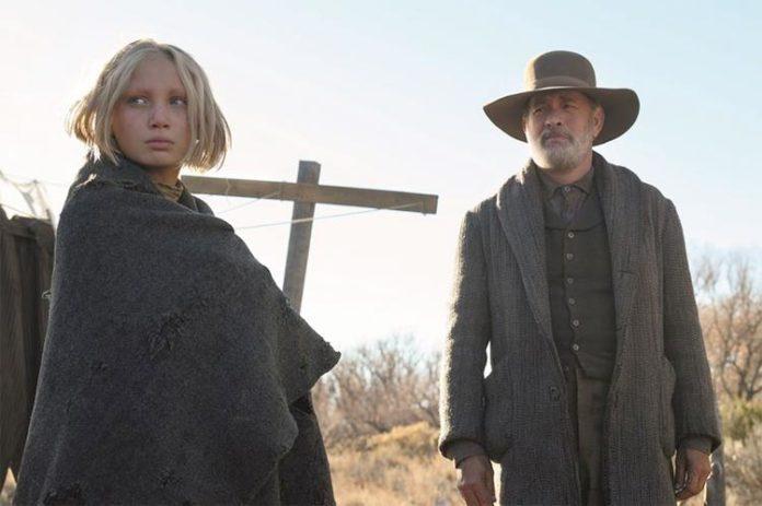 Tom Hanks y Helena Zengel en News of the world