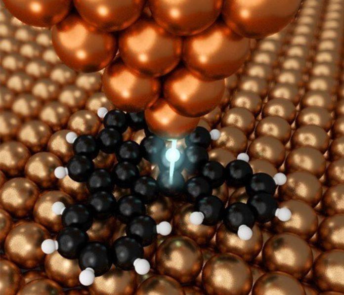La sonda de cobre puede manipular materia a escala atómica para crear nanografeno