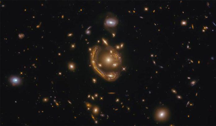 El Hubble captura un anillo de Einstein: el Anillo Fundido