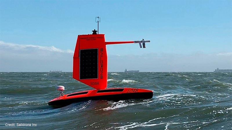 NOAA y Saildrone Inc. están probando cinco saildrones especialmente diseñados en el Océano Atlántico para recopilar datos las 24 horas del día para ayudar a comprender los procesos físicos de los huracanes